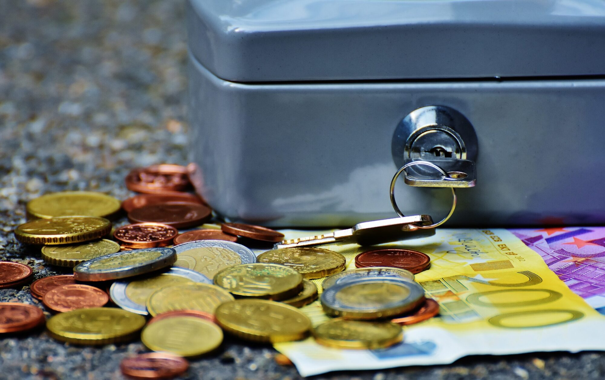 Geldkistje en euro's